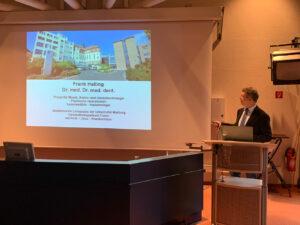 PD Dr. Dr. Halling während der Antrittsvorlesung an der Universität Marburg